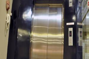 Metro House Surabaya - Lift