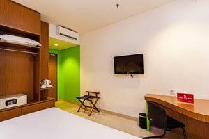 ZEN Premium Pancoran Jakarta - Interior Kamar
