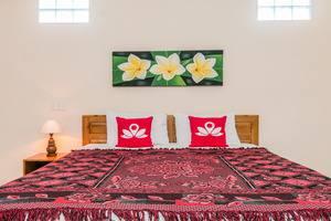 ZenRooms Ubud Laplapan Bali - Tampak tempat tidur double