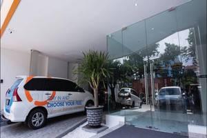 Oriza Hotel Perak Surabaya Surabaya - Parkir area