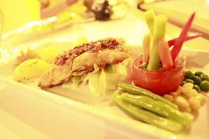 MaxOne Hotels Vivo Palembang - Makanan