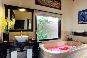 Furama Villas Ubud - Bathtub