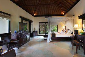 Furama Villas Ubud - Deluxe Pool Villa - bedroom
