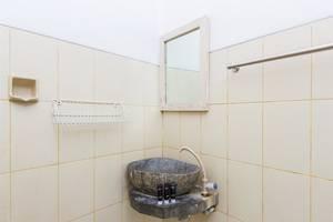 RedDoorz @Pengubugan Kerobokan Bali - Kamar mandi