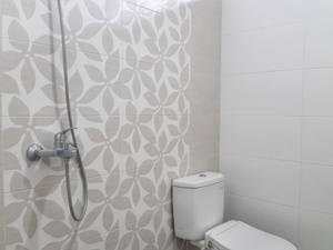 Homy Backpackers Homestay Yogyakarta - Bathroom