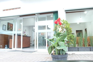 Rumah Syariah & Kolam Renang Bugenville