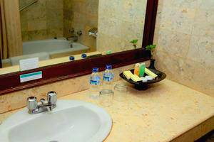 Grand Legi Lombok - Bathroom