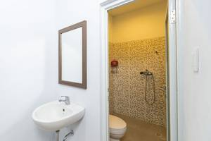 RedDoorz @Unud Jimbaran Bali - Kamar mandi