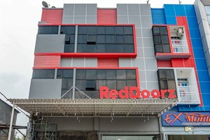RedDoorz Plus near Millenium ICT Centre Medan 2