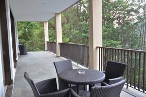 7 BR Pool Villa Dago Hill View Bandung - Balcony