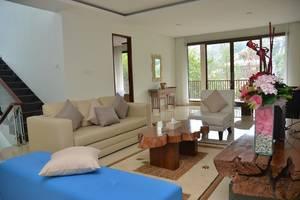 7 BR Pool Villa Dago Hill View Bandung - Ruang Tengah