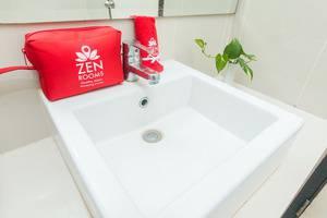 ZenRooms Jimbaran Udayana Bali - Kamar mandi