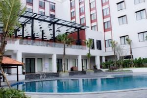 Padjadjaran Suites Resort Bogor - Kolam Renang
