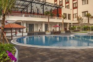 Padjadjaran Suites Resort Bogor - Swimming Pool