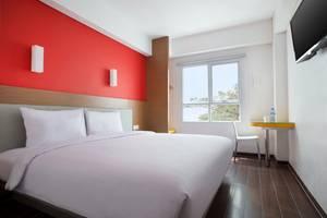 Amaris Pancoran - Hollywood Room