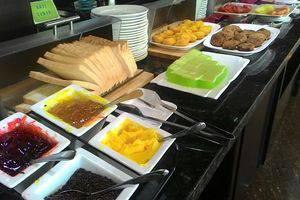 Continent Centrepoint Panakkukang - breakfast buffet