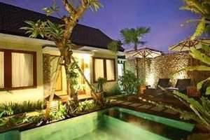 Uma Karan Seminyak Bali - Kolam Renang