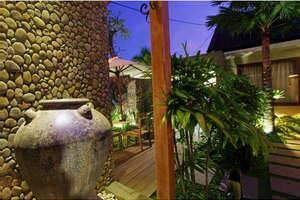 Uma Karan Seminyak Bali - Luar Hotel