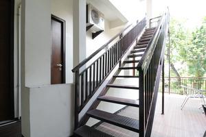 Airy Eco Syariah Kertomenanggal Sembilan 18 Surabaya - Stairs