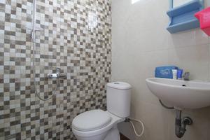 Airy Eco Syariah Kertomenanggal Sembilan 18 Surabaya - Bathroom