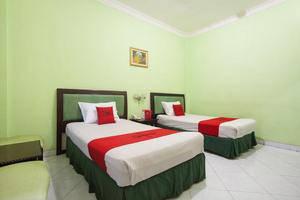 RedDoorz near Juanda Airport T2 Sedati - Guestroom