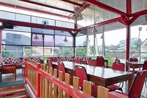 RedDoorz near Riau Street Bandung - Restoran