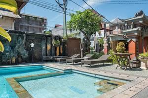 RedDoorz near Ground Zero Legian Bali - Kolam Renang