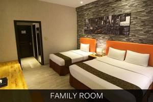 Hotel Polonia Medan - amily room texta