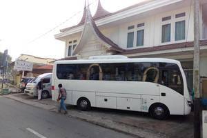 Amali Hotel Padang - Tampilan Luar Hotel