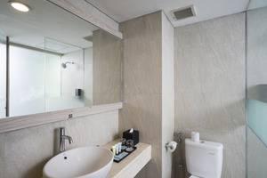 Liberta Seminyak Hotel - Bathromm