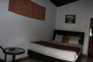 Villa Bantal Guling Bandung - Room 3
