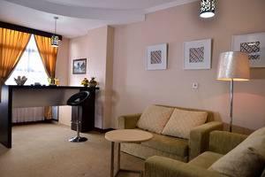 Uny Hotel Yogyakarta - Suite Bar
