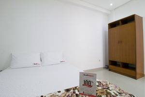 RedDoorz @Pulomas Jakarta - Kamar tamu