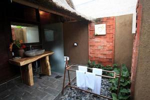 TS Hut Lembongan Bali - Kamar mandi