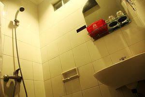 ZenRooms Sukajadi Sindang Sirna - Kamar mandi