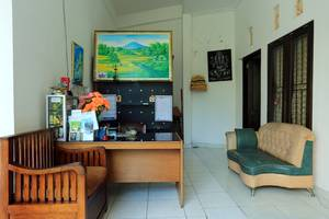 RedDoorz @Raya Seminyak Bali - Interior