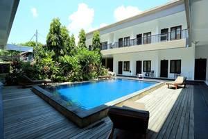 RedDoorz @Raya Seminyak Bali - Kolam Renang