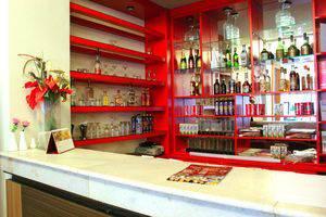 ZenRooms Sam Ratulangi Makassar - Bar
