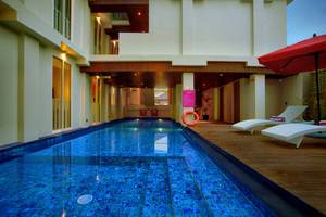 favehotel Kuta - favehotel Kuta Square_Semi Indoor Swimming Pool