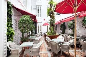 Hermitage Hotel Jakarta - Courtyard Cafe