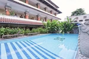 RedDoorz @Legian Street Bali - Kolam Renang