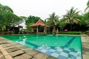 RedDoorz @ Desa Cijulang Sentul Bogor - Pool