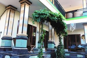 CRTris Rooms Seminyak Bali -