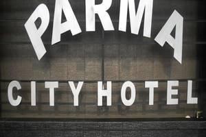 Parma City Hotel Pekanbaru - Papan Nama