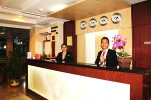 Citra Inn Hotel International & Restaurant Bekasi - Meja depan