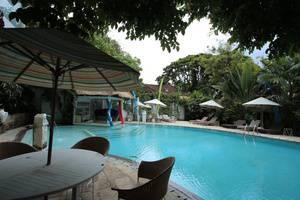 RedDoorz near Petitenget Beach Bali - Kolam Renang