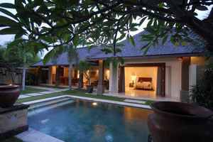 Grand Avenue Bali - Swimming Pool