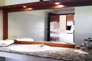 Mirah Hotel Banyuwangi - Bathroom Deluxe