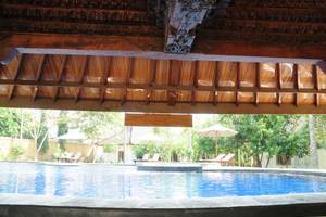 Mirah Hotel Banyuwangi - Kolam Renang