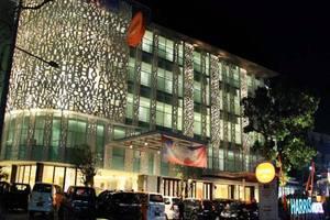 HARRIS Hotel Raya Kuta Bali - muka bangunan